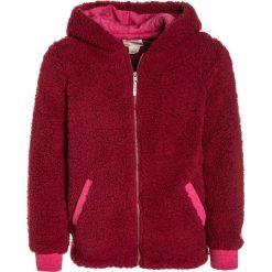 Roxy SHARE NEW WORDS Kurtka z polaru red. Czerwone kurtki chłopięce marki Roxy, z materiału. W wyprzedaży za 186,75 zł.