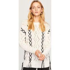 Ażurowy sweter - Kremowy. Białe swetry klasyczne damskie Reserved, l. Za 119,99 zł.