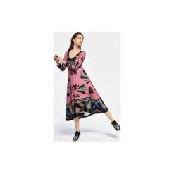 SUKIENKA ĆMA PINK. Czerwone długie sukienki marki Colorat, l, z wiskozy, dekolt w kształcie v, z długim rękawem. Za 245,00 zł.