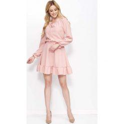 Sukienki: Różowa Sukienka z Falbankami i Wiązaniem przy Dekolcie