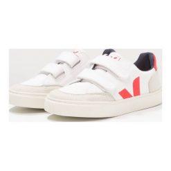 Veja V12 SMALL VELCRO Tenisówki i Trampki white/pekin. Białe tenisówki męskie marki Veja, z materiału. Za 299,00 zł.