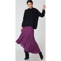 Bluzy damskie: NA-KD Urban Bluza z kapturem z drapowanym rękawem - Black