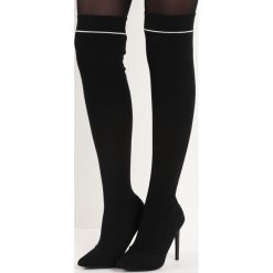 Czarne Kozaki Esteem. Czarne buty zimowe damskie marki Born2be, z materiału, z otwartym noskiem, na wysokim obcasie, na obcasie. Za 139,99 zł.