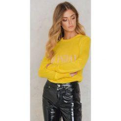 NA-KD Sweter z dzianiny Weekday - Yellow. Żółte swetry oversize damskie NA-KD, z dzianiny. W wyprzedaży za 60,89 zł.