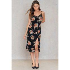 Sukienki hiszpanki: Minkpink Sukienka w kwiaty z rozcięciem – Black,Multicolor
