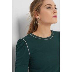 Koszulka z bufkami. Czarne bluzki longsleeves marki KIPSTA, m, z elastanu, na fitness i siłownię. Za 69,99 zł.