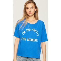 T-shirt z napisem - Niebieski. Niebieskie t-shirty damskie marki Sinsay, l, z napisami. W wyprzedaży za 14,99 zł.