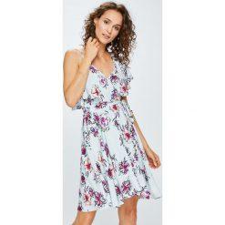 Answear - Sukienka Garden of Dreams. Szare sukienki mini marki ANSWEAR, na co dzień, l, z materiału, casualowe, rozkloszowane. W wyprzedaży za 149,90 zł.