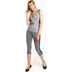 Damski komplet sportowy: legginsy 3/4 i koszulka MF Grey. Szare bluzki sportowe damskie marki Astratex, w geometryczne wzory, z bawełny. Za 95,99 zł.