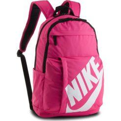 Plecak NIKE - BA5381 674. Czerwone plecaki damskie Nike, z materiału, sportowe. Za 99,00 zł.