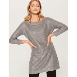 Długi sweter z prostym dekoltem - Szary. Szare swetry klasyczne damskie marki Mohito, l. Za 149,99 zł.