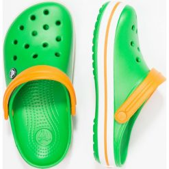 Crocs CROCBAND UNISEX Sandały kąpielowe light green. Różowe kąpielówki męskie marki Crocs, z materiału. Za 169,00 zł.