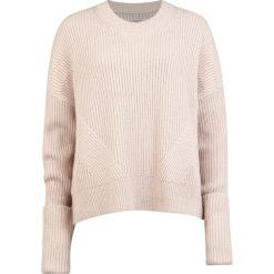 Swetry klasyczne damskie: AllSaints PIERCE CREW Sweter rose