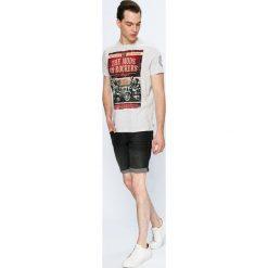 Tommy Jeans - Szorty. Szare spodenki jeansowe męskie marki Tommy Jeans, casualowe. W wyprzedaży za 249,90 zł.