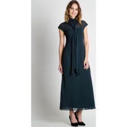 Zielona sukienka maxi BIALCON. Zielone sukienki marki BIALCON, na imprezę, z materiału, eleganckie, z dekoltem na plecach, maxi. W wyprzedaży za 314,00 zł.