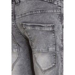 Name it NITTAD Jeansy Slim Fit dark grey denim. Czerwone jeansy chłopięce marki Name it, l, z nadrukiem, z okrągłym kołnierzem. W wyprzedaży za 135,20 zł.