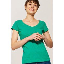 T-shirty damskie: T-shirt basic z kieszonką – Zielony