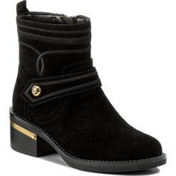 Botki GUESS - Fashion2 FLFS23 SUE10 BLACK. Czarne botki damskie skórzane Guess. W wyprzedaży za 459,00 zł.