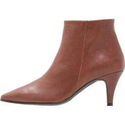 Brenda Zaro BENETTBO Ankle boot cognac. Brązowe botki damskie skórzane Brenda Zaro. Za 579,00 zł.