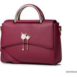 Torebki i plecaki damskie: Kobiecy kuferek z ozdobnymi uchwytami Czerwony