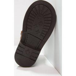 Pinocchio Botki kowbojki i motocyklowe naturel. Brązowe buty zimowe damskie Pinocchio, z materiału. W wyprzedaży za 251,40 zł.