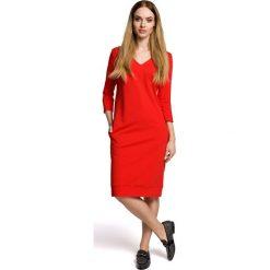 Sukienka Codzienna Dzianinowa z Dekoltem w Szpic - Czerwona. Czerwone sukienki dzianinowe marki Molly.pl, na co dzień, l, sportowe, dekolt w kształcie v, midi, oversize. Za 124,90 zł.
