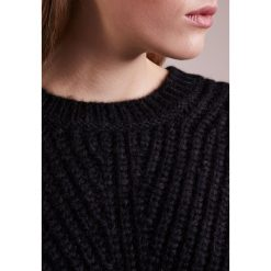 Swetry klasyczne damskie: CLOSED Sweter black