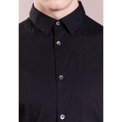 Emporio Armani Koszula biznesowa black. Niebieskie koszule męskie marki Emporio Armani, m, ze lnu. Za 629,00 zł.