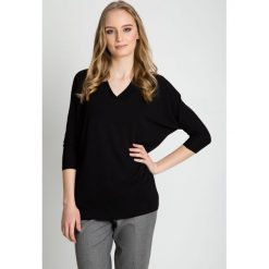 Czarna bluzka typu nietoperz z dekoltem w serek BIALCON. Czarne bluzki nietoperze marki BIALCON, z dekoltem w serek. W wyprzedaży za 101,00 zł.