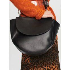 Duża torebka typu saddle bag - Czarny. Białe torebki klasyczne damskie marki Reserved, l, z dzianiny. Za 129,99 zł.