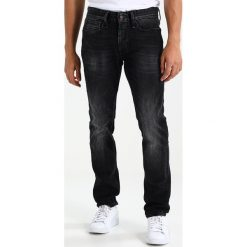 Denham RAZOR Jeansy Slim Fit black denim. Czarne jeansy męskie relaxed fit Denham. W wyprzedaży za 440,30 zł.