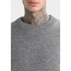 AllSaints LOFTEN CREW Sweter grey marl. Szare kardigany męskie marki AllSaints, m, z materiału. W wyprzedaży za 486,75 zł.