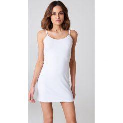 NA-KD Basic Sukienka z głębokim dekoltem z tyłu - White. Różowe sukienki na komunię marki NA-KD Basic, z bawełny. Za 60,95 zł.