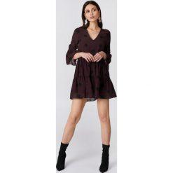 NA-KD Boho Sukienka mini z dekoltem V - Purple,Multicolor. Niebieskie sukienki boho marki NA-KD Boho, na imprezę, w koronkowe wzory, z koronki, na ramiączkach, mini. W wyprzedaży za 85,37 zł.