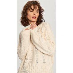 Kardigany damskie: Sweter o nieregularnym splocie – Kremowy