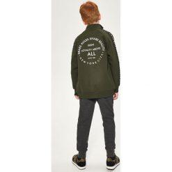 Bluzy chłopięce rozpinane: Bluza z nadrukiem na plecach - Khaki