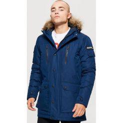 Zimowy płaszcz z kapturem - Granatowy. Niebieskie płaszcze na zamek męskie marki Cropp, na zimę, l. Za 329,99 zł.