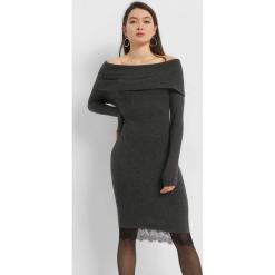 Dzianinowa sukienka carmen. Czarne sukienki dzianinowe marki Orsay, xs, z dekoltem na plecach. Za 119,99 zł.