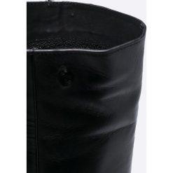 Carinii - Kozaki. Czarne botki damskie lity Carinii, z materiału, z okrągłym noskiem. W wyprzedaży za 329,90 zł.