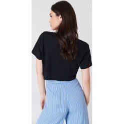 NA-KD Basic Krótki T-shirt z dekoltem V - Black. Różowe t-shirty damskie marki NA-KD Basic, z bawełny. Za 40,95 zł.