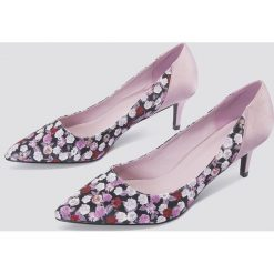 Buty ślubne damskie: NA-KD Shoes Satynowe czółenka na średnim obcasie - Pink,Multicolor