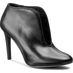 Botki CARINII - B3734 E50-360-PSK-A92. Czarne buty zimowe damskie Carinii, ze skóry, na obcasie. W wyprzedaży za 229,00 zł.