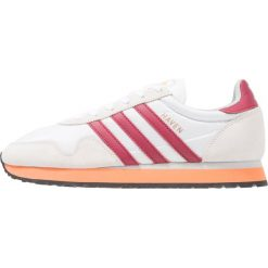 Adidas Originals HAVEN Tenisówki i Trampki white/collegiate burgundy/easy orange. Białe tenisówki męskie adidas Originals, z materiału. W wyprzedaży za 341,10 zł.