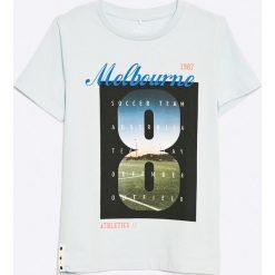 Name it - T-shirt dziecięcy 122-164 cm. Szare t-shirty chłopięce z nadrukiem marki Name it, z bawełny, z okrągłym kołnierzem. W wyprzedaży za 39,90 zł.