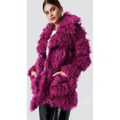 Glamorous Kurtka ze sztucznego futra - Purple. Różowe kurtki damskie marki Glamorous, z nadrukiem, z asymetrycznym kołnierzem, asymetryczne. Za 627,95 zł.