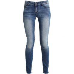 Armani Exchange Jeansy Slim Fit indigo denim. Czarne jeansy damskie relaxed fit marki Armani Exchange, l, z materiału, z kapturem. W wyprzedaży za 439,20 zł.