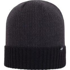 Czapka męska CAM254Z - czarny - 4F. Czarne czapki zimowe męskie 4f, na jesień, z materiału. Za 22,99 zł.
