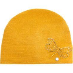 Czapki damskie: Musztardowa czapka z ważką QUIOSQUE