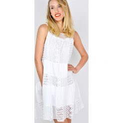 Sukienki hiszpanki: Sukienka z gipiurą bez rękawów