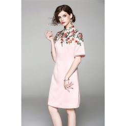Sukienka w kolorze różowym. Czerwone sukienki mini marki Zeraco, z dekoltem na plecach, proste. W wyprzedaży za 339,95 zł.
